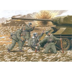 Model Kit figurky 6477 - 20th WAFFEN GRENADIER DIVISION (BALTIC STATES 1944) (1:35)