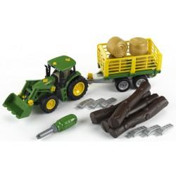 John Deere Tractor s prívesom na drevo a seno