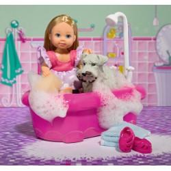 Bábika Evička kúpe psíka